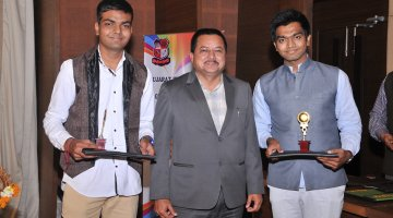 i-SCALE award from GTU to the students for leadership & excellence